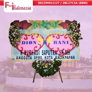 jual bunga papan happy wedding di balikpapan | https://www.floristindonesia.florist/