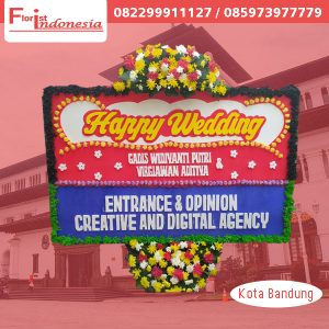 karangan bunga papan happy wedding